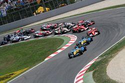 Salida: Fernando Alonso lidera el pelotón