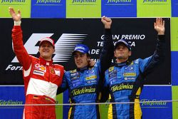 Podium: Fernando Alonso avec Michael Schumacher et Giancarlo Fisichella