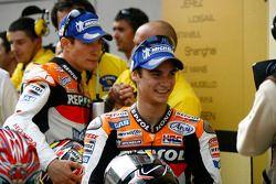 Le vainqueur de la course Dani Pedrosa et Nicky Hayden