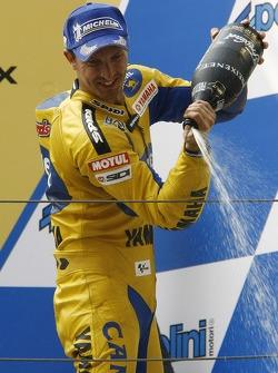 Podium: champagne pour Colin Edwards