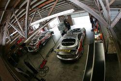 Le garage de l'équipe Multimatic Motorsports Team Panoz