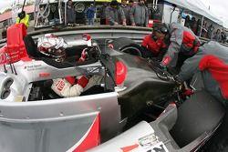 Rinaldo Capello s'asseoit dans la voiture