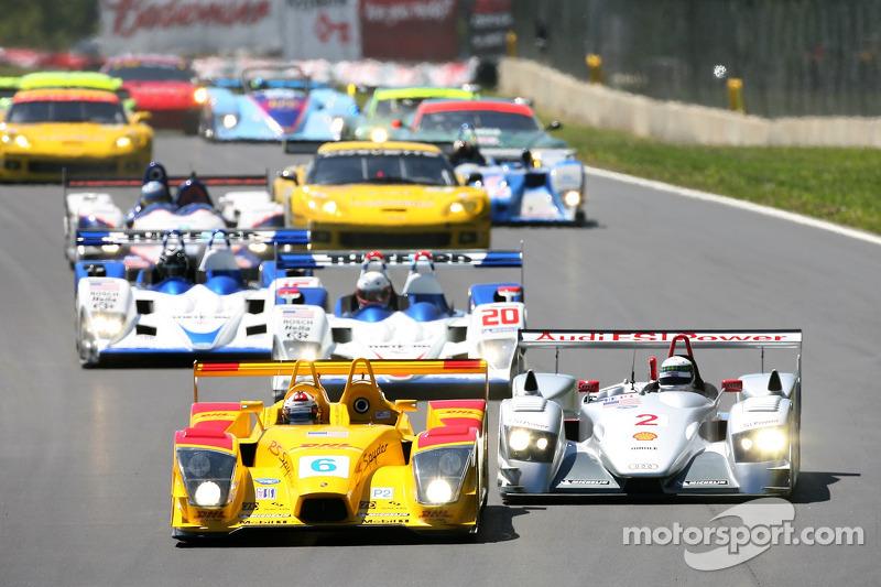 Départ: bataille pour la première place entre #6 Penske Motorsports Porsche RS Spyder: Sascha Maassen, Lucas Luhr et #2 Audi Sport North America Audi R8: Rinaldo Capello, Allan McNish