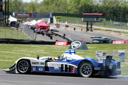 #16 Dyson Racing Team Lola B06/10 AER: James Weaver, Butch Leitzinger in trouble