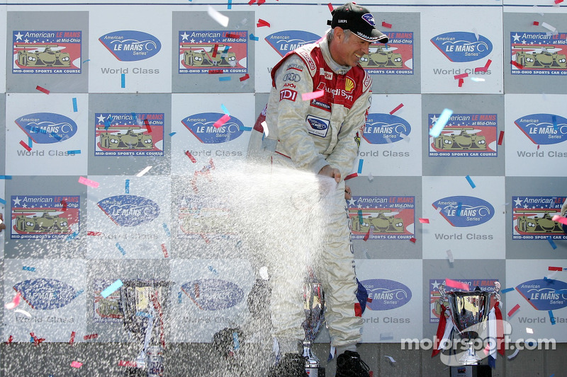 Podium LMP1: Rinaldo Capello verse du champagne