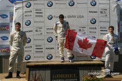 Les vainqueurs sur le podium