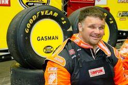 Jeff Patterson sourit durant la NASCAR Nextel Pit Crew Challenge