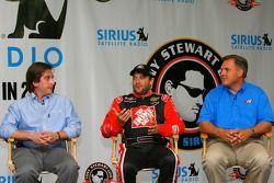 VP des programmes sportifs, Steve Cohen, Tony Stewart, pilote de la #20 Home Depot Chevrolet, et la