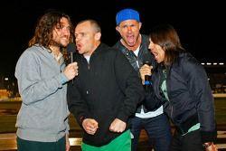 John Frusciante, Flea, Chad Smith et Anthony Kiedis donne la commande