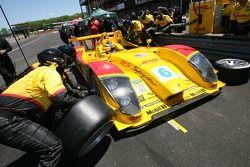 Pitstop for #6 Penske Motorsports Porsche RS Spyder: Sascha Maassen, Lucas Luhr