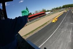#7 Penske Motorsports Porsche RS Spyder: Timo Bernhard, Romain Dumas takes the green on a late resta