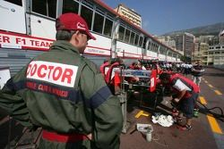 BCN Competicion crew repair Hiroki Yoshimoto car