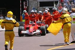 Michael Schumacher, Ferrari, wird angeschoben