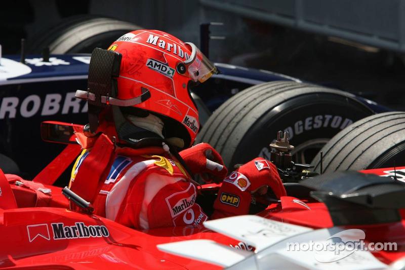 Michael Schumacher en el parque cerrado