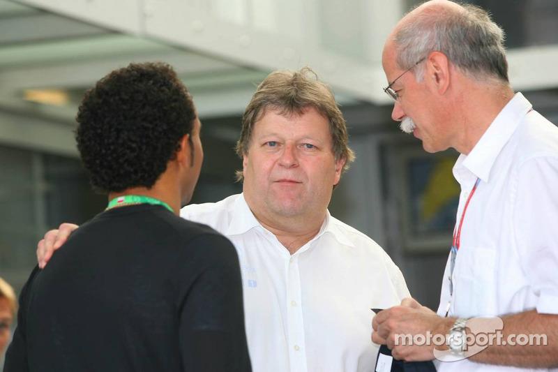 Lewis Hamilton ve Norbert Haug