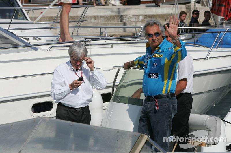 Bernie Ecclestone et Flavio Briatore discutent de l'accident de Michael Schumacher en qualifications