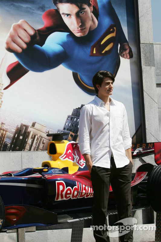 Actor Brandon Ruth promociona Superman Returns