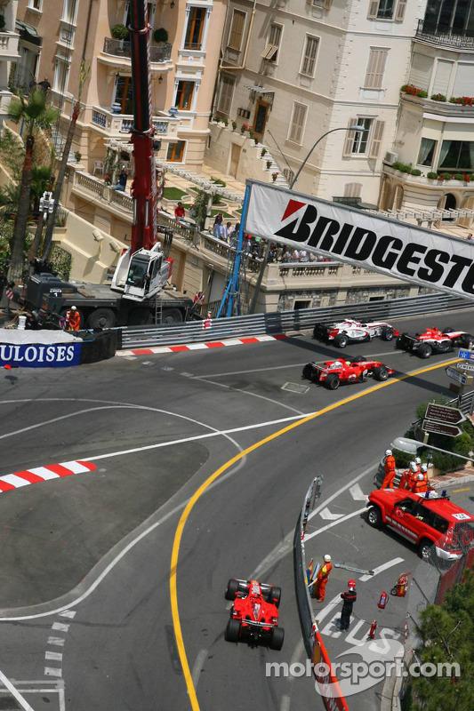 Départ: Michael Schumacher sort des stands