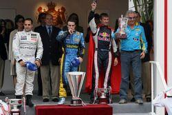 Podium: winnaar Fernando Alonso, tweede Juan Pablo Montoya, derde David Coulthard