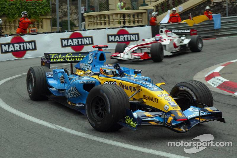 بعد ذلك أحرز الفوز في سباق جائزة موناكو الكبرى - الجولة الأكثر عراقة في البطولة