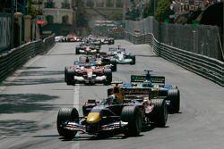 David Coulthard devant Giancarlo Fisichella