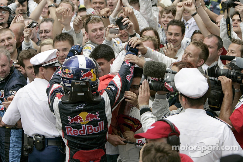 David Coulthard con su equipo
