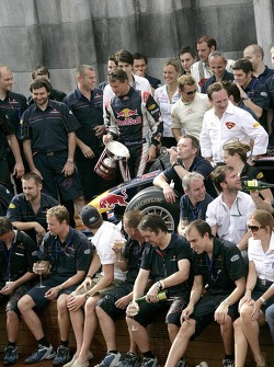 Brandon Routh and David Coulthard with his trophy and the team of Red Bull Racing
