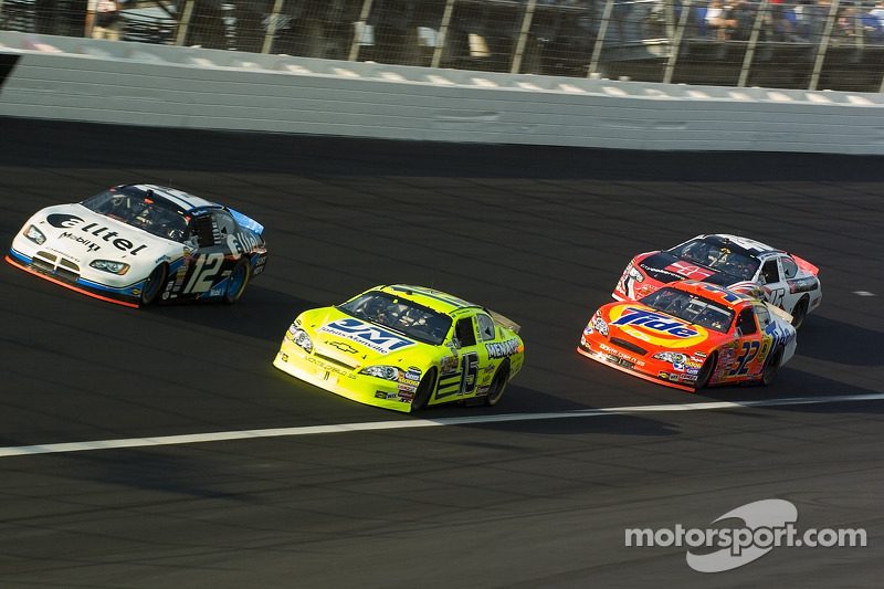 Ryan Newman, Kyle Petty, Paul Menard et Travis Kvapil