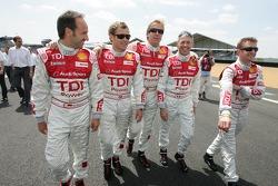 Marco Werner, Tom Kristensen, Frank Biela, Rinaldo Capello et Allan McNish devant pour la séance photos de Audi Sport Team Joest