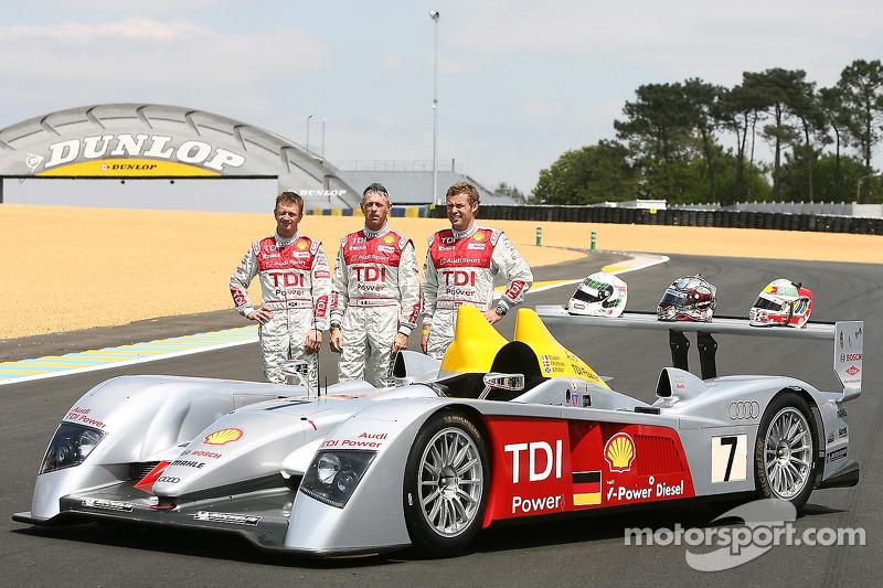 Séance photos de Audi Sport Team Joest: Allan McNish, Rinaldo Capello et Tom Kristensen avec les Audi R10
