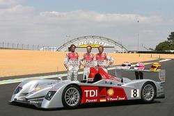 Séance photos de Audi Sport Team Joest: Marco Werner, Emmanuele Pirro et Frank Biela avec les Audi R
