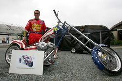 Greg Biffle prêt d'une moto qui sera vendue aux enchères pour la fondation Greg Biffle