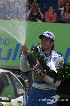 Podium: champagne pour Marcus Gronholm