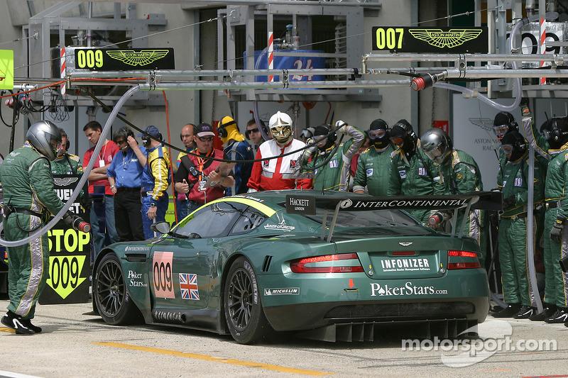 #009 Aston Martin Racing Aston Martin DB9: Pedro Lamy, Stéphane Sarrazin, Stéphane Ortelli dans le stand