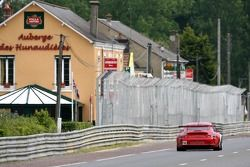 #80 Flying Lizard Motorsports Porsche 911 GT3 RSR: Johannes van Overbeek, Seth Neiman, Marc Lieb