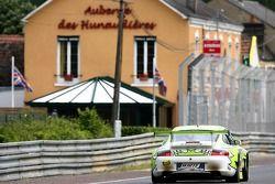 #90 White Lightning Racing Porsche 911 GT3 RSR: Jorg Bergmeister, Patrick Long, Timo Bernhard