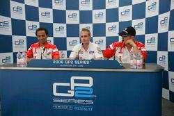 Adam Carrol en pole position, Lewis Hamilton, Alexandre Premat