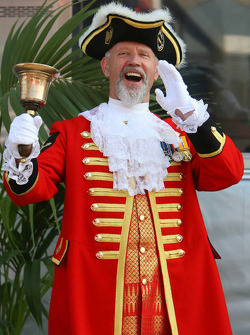 Town cryer in the paddock