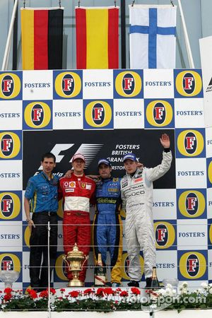 Podio: Ganador de la carrera Fernando Alonso, segundo lugar, Michael Schumacher y el tercer lugar, K