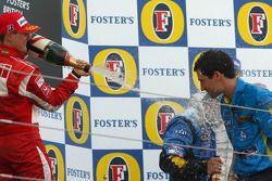 Podio: champaña para Michael Schumacher