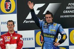 Podio: ganador de la carrera Fernando Alonso celebra