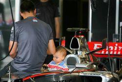 Juan Pablo Montoya con su hijoSebastian
