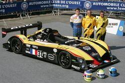 Julien Briché, Frédéric Hauchard and Patrice Roussel pose with the Welter Gérard WR Peugeot