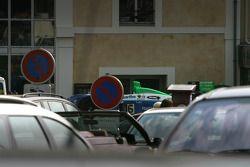 Pescarolo Sport Pescarolo C60 Judd cars stuck in traffic