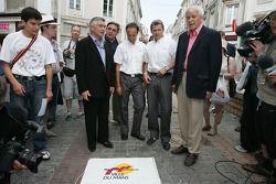 Unveiling of the 2005 24 Hours of Le Mans winners plaque: Marco Werner, Tom Kristensen and the Mayor of Le Mans unveil the 'Empreinte des vainqueurs' plaque