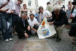 Découverte de la plaque des vainqueurs des 24 Heures du Mans 2005: Marco Werner, Tom Kristensen et l