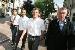 Unveiling of the 2005 24 Hours of Le Mans winners plaque: Marco Werner and Tom Kristensen walk to the Le Mans city hall