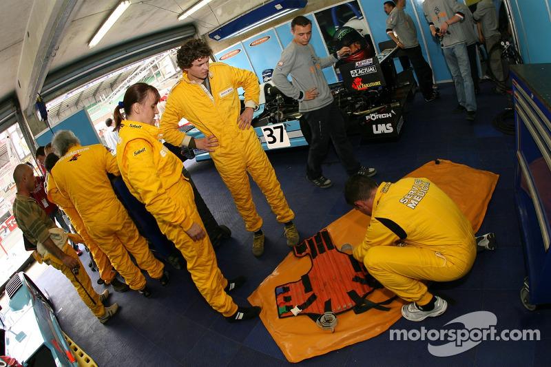 Secours à l'équipe Paul Belmondo Racing