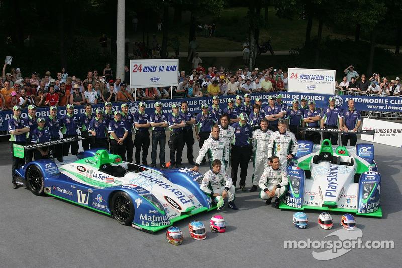 Команда Pescarolo перед стартом гонки 2006 года: Себастьен Леб, Эрик Элари, Франк Монтаньи (машина №17), Николя Минассян, Эрик Комас, Эммануэль Коллар (машина №16)