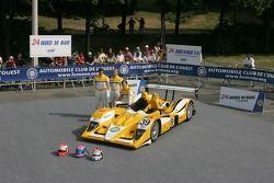 Miguel Amaral, Miguel Angel Castro, y Angel Burgueño con el Lola B06-10 AER